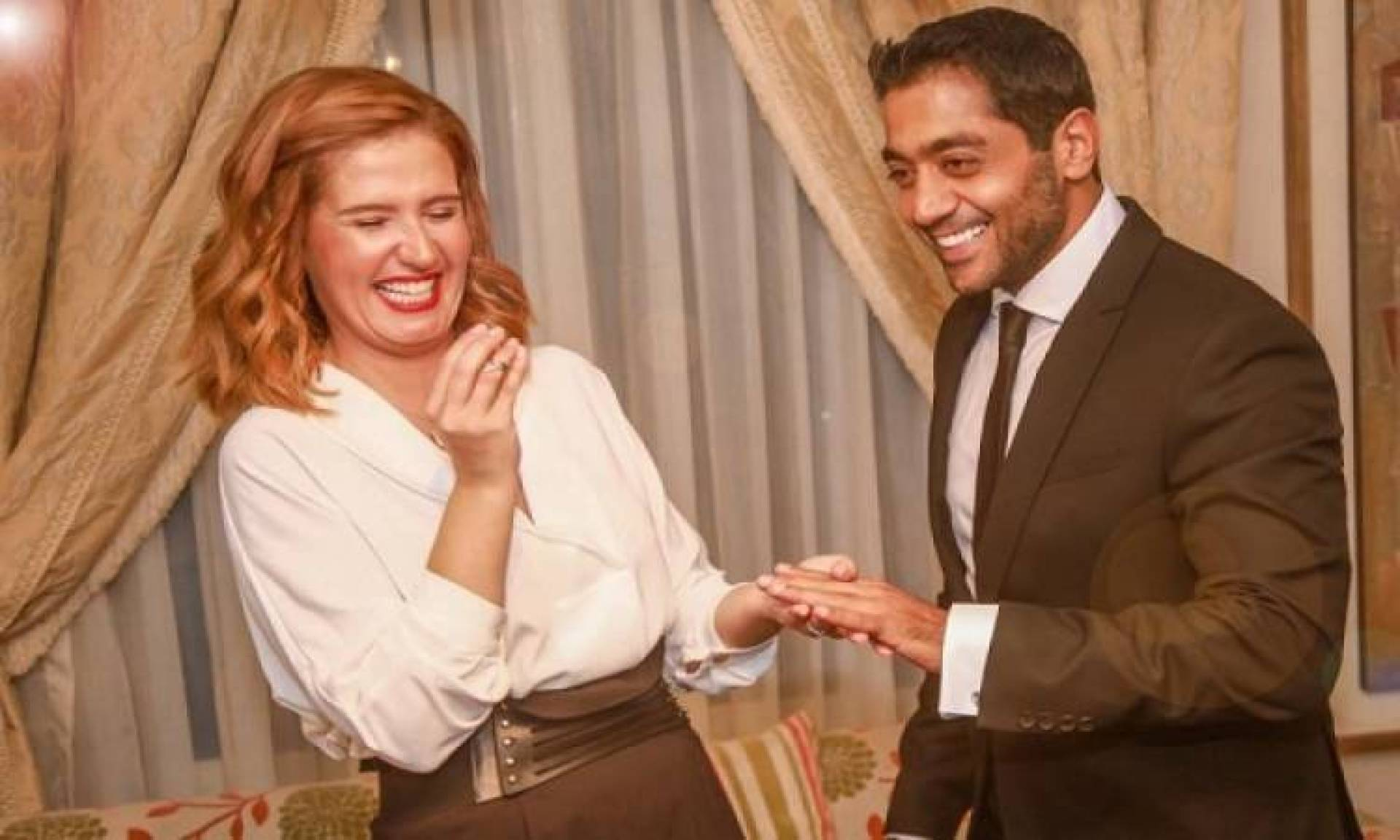 أحمد فلوكس من دون خاتم الزواج.. هل انفصل عن هنا شيحة؟