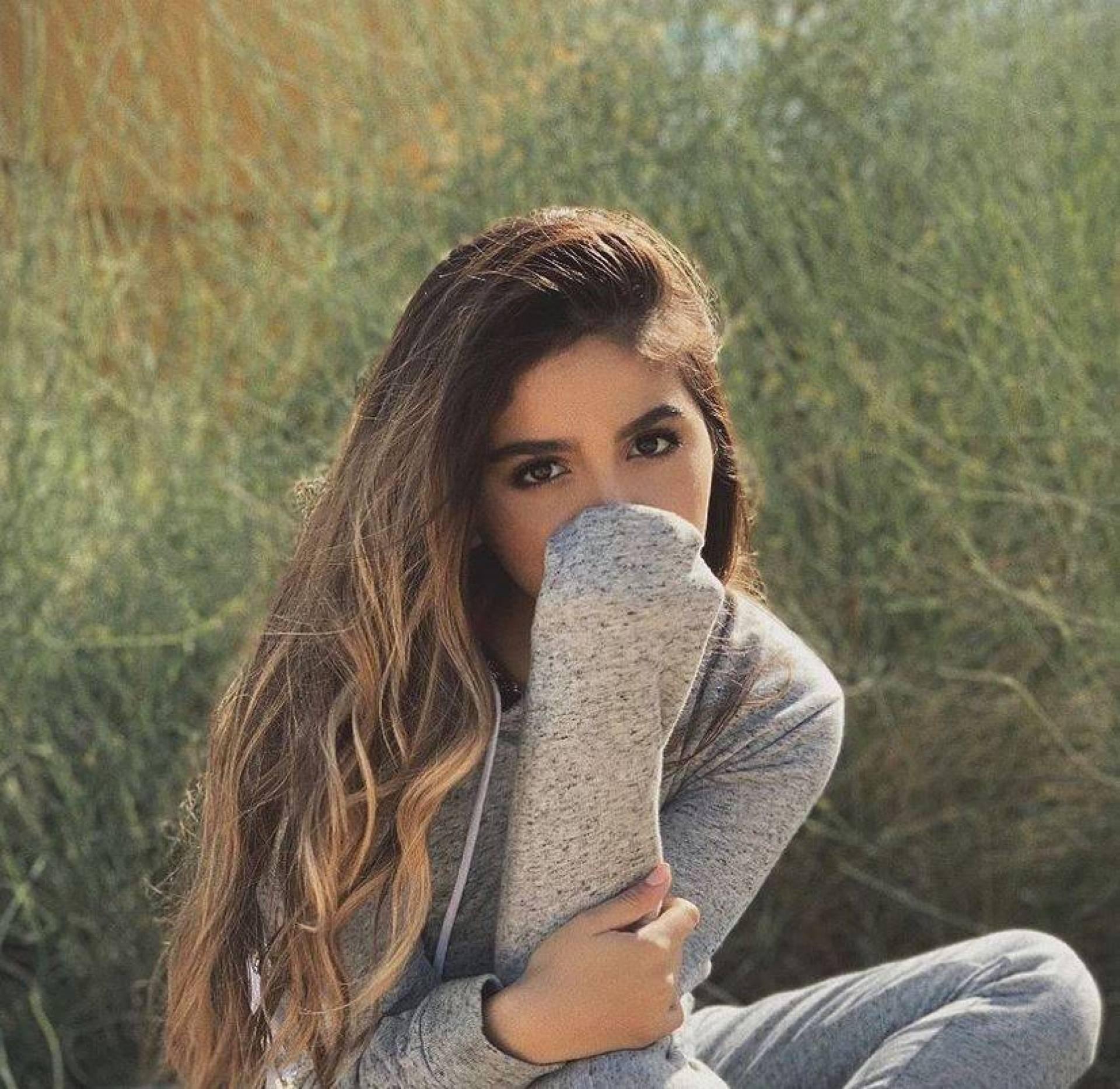 بالصورة – اجتماع مفاجئ لدنيا بطمة وحلا الترك... هل عادت الأخيرة إلى حضانة والدها؟